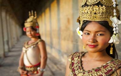 Angkor wat temple dancers